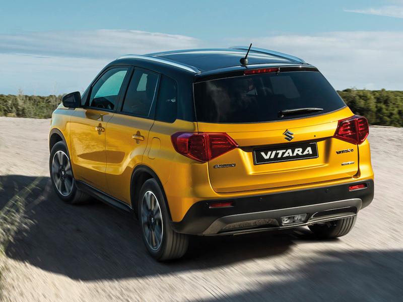 Suzuki Vitara hybrid 2021 achterkant AutoReef Nieuwegein